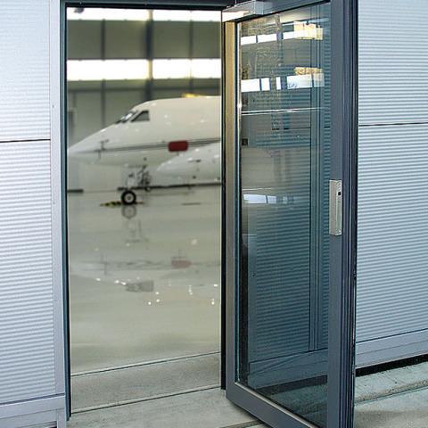 Thresholdless door RS 7237-DSC03568 - Hangar Brochure